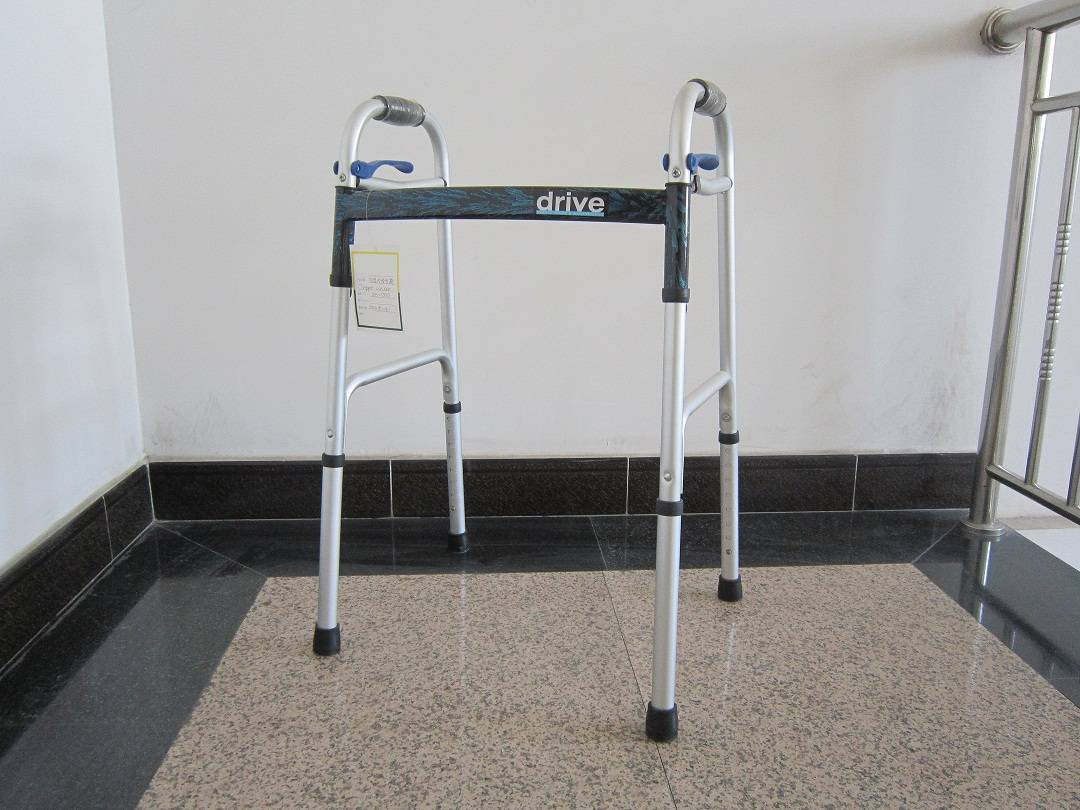 Medical Walker Rollator Aluminum Deluxe Easy pull Walkder
